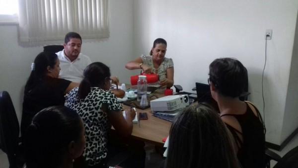 Prefeito Alan de Agripino valorizando os professores da Rede Municipal de Ensino