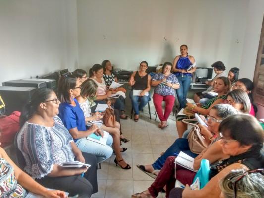 A Secretária de Educação, Josineide Alves, participa de reunião com diretoras da rede municipal de ensino